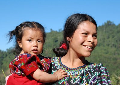 Guat-highlands-woman-daughter
